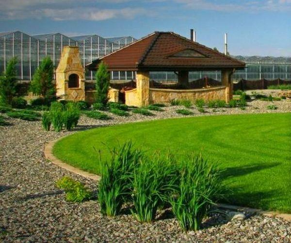 Kamienna altana ogrodowa i murowany grill