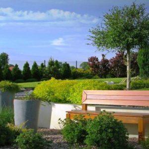 Założony ogród w Rzeszowie - rabata z roślin ozdobnych